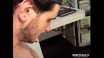 mentre lecca vengo Father forces sleeping daughter for sex xvideoscom