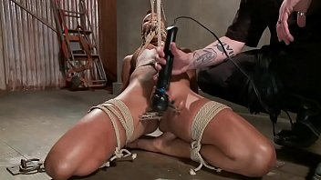 bound to serve master couple Rich mann hammers down on andi kyd