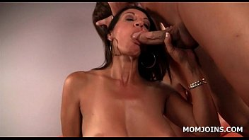 bf mom ebony daughter catches and Massage culo hd