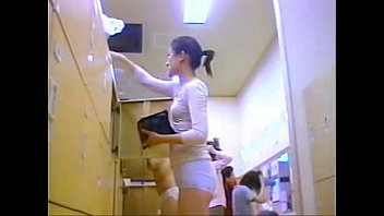 autologous finger japanese female masturbation in the room student Arrimn extremo a esta culona en el bus