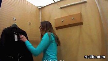 sllizling czech girl12 Violada en el monte brutal y golpeada